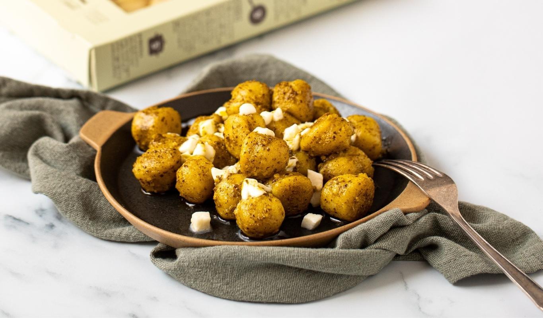gnocchi di solo patate e acqua con mozzarella e pesto di basilico